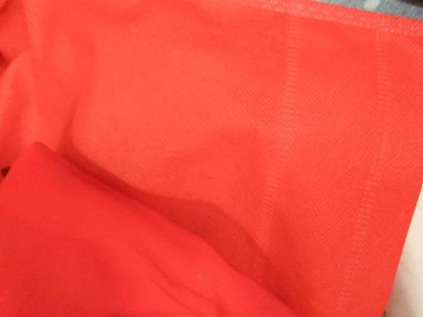 大量采购制衣布料,详细看我图片发的,需要正红颜色,图案只要以下图案的中间部分