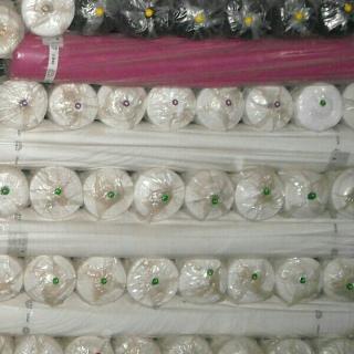 求购各厂贸公司现货各种化纤布成品或坯布,春亚纺,涤塔夫,桃皮绒等,染色,坯布,印花均可。现金交易,价格要便宜,