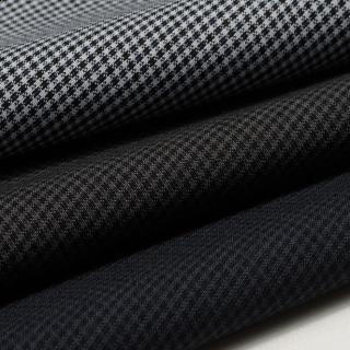 梭织:一个是格子装布,一个是斜纹裤子面料